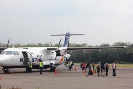 AKTIVITAS DI BANDARA : Sebuah aktivitas di bandara di Kalteng. Menhub memberi nama bandara di Desa Terinsing, yakni Bandar Udara Haji Muhammad Sidik.