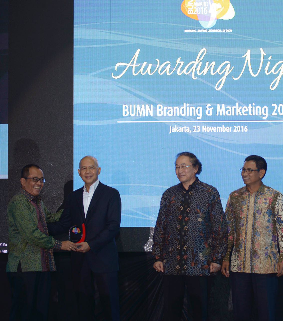 marketing mix garuda indonesia Marketing plan malaysia airlines berhad mab, mas slideshare uses cookies to improve functionality and performance, and to provide you with relevant advertising if you continue browsing the site, you agree to the use of cookies on this website.