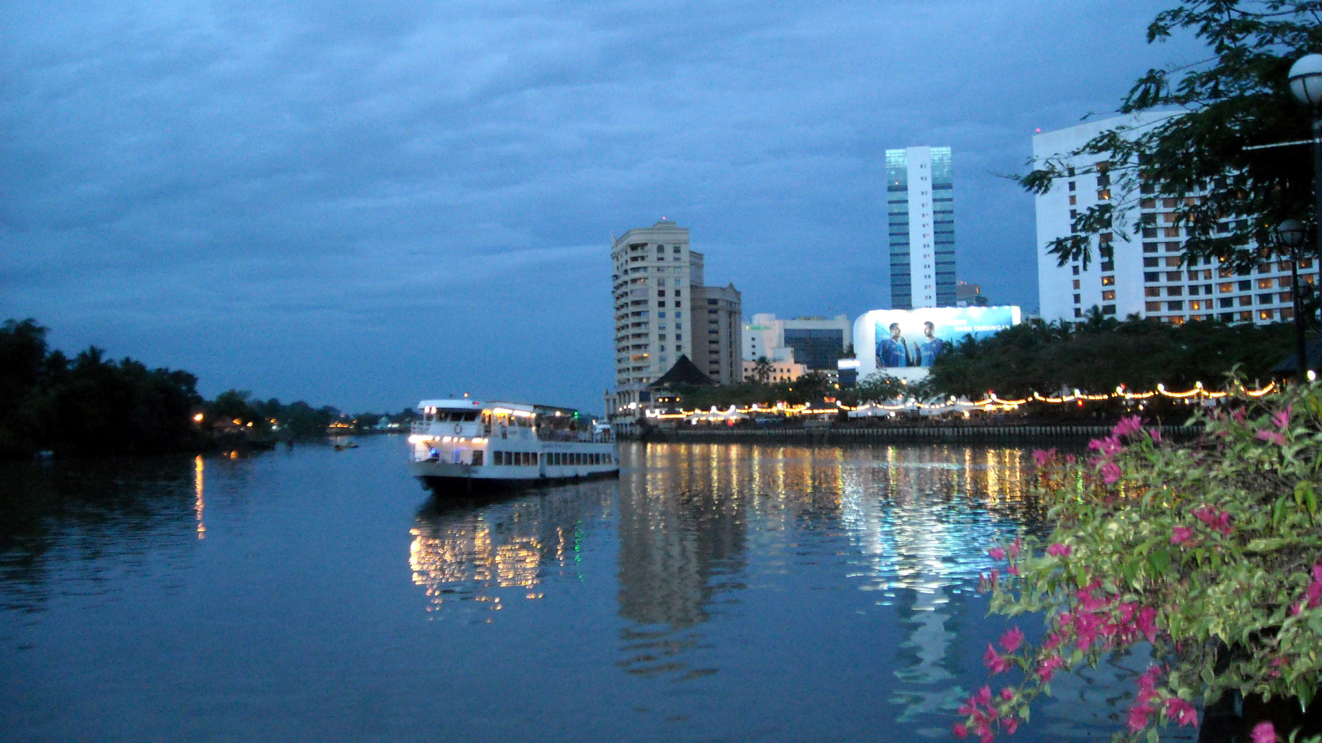 kuching-waterfront-ghtborneo-com