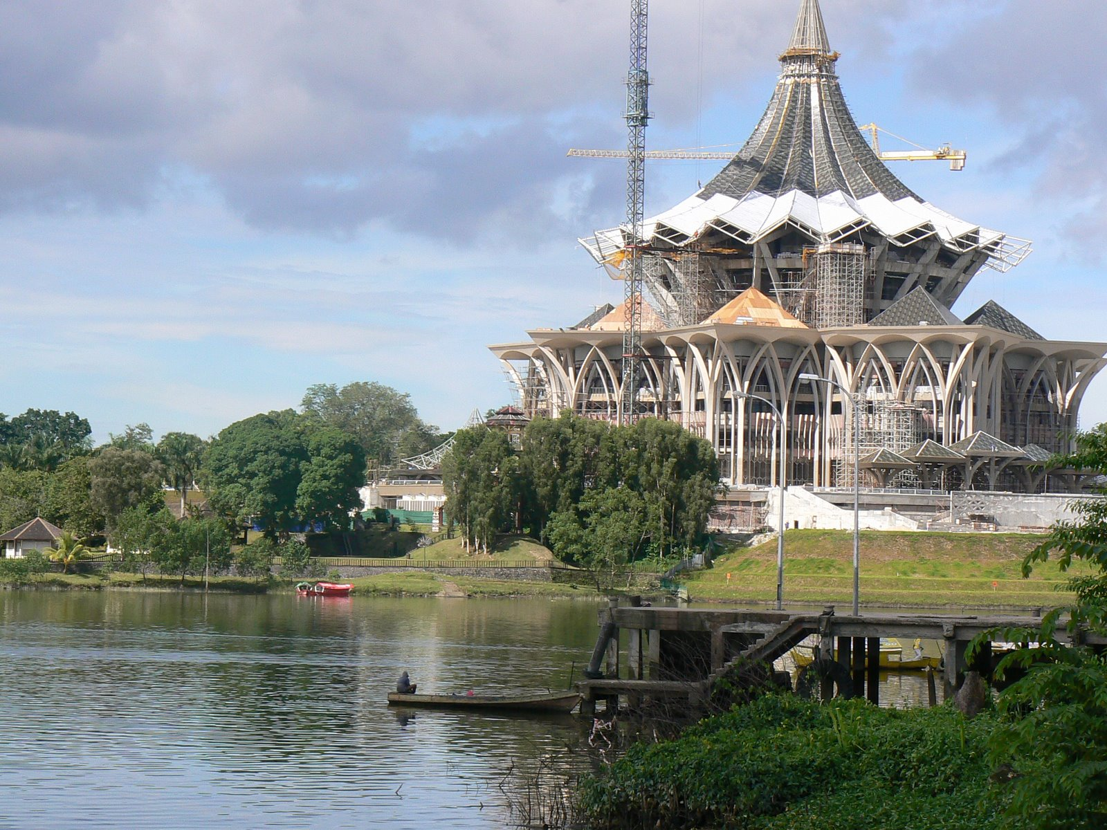 parliament-kuching-waterfront-blogs-gonomad-com